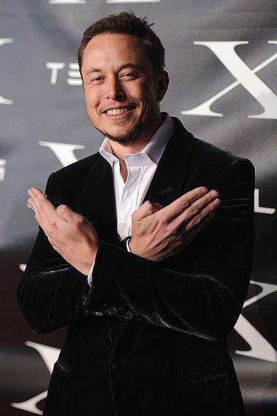 Элон Маск миллиардер, основатель, владелец, генеральный директор и главный инженер SpaceX, а также главный дизайнер, генеральный директор и глава совета директоров Tesla Motors.