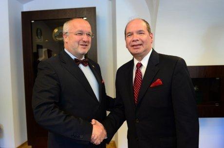 Министр обороны Литвы J.Olekas и начальник разведки Европейского командования США (США EUCOM J2) James P. Danoy
