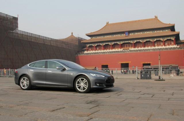 2014-tesla-model-s-in-china_100464978_m
