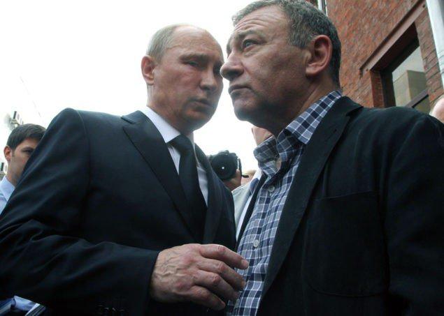 Президент России Владимир Путин, слева, и миллиардер Аркадий Ротенберг, справа