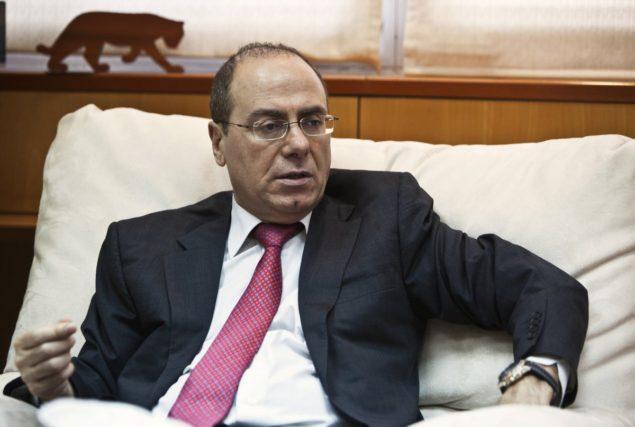 Министр энергетики Израиля Сильван Шалом на интервью Reuters в своем офисе в Тель-Авиве 21 мая 2013.