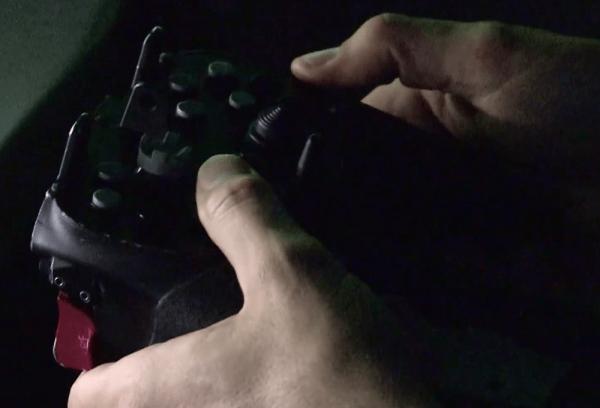 (Фото: usnavyresearch / YouTube) контроллер для лазерного оружия напоминает игровой пульт. Но мощность нового оружия не игрушка.