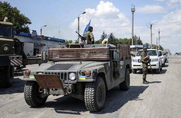 Чиновник США: мы грузим джипы и дроны в Украину