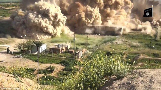 ISIS выпустила видео, как полагают, были сняты в прошлом месяце, показывая боевиков разгрома артефакты в исторической части города, которая находится на предварительный список ЮНЕСКО объектов всемирного наследия, прежде чем взорвать его