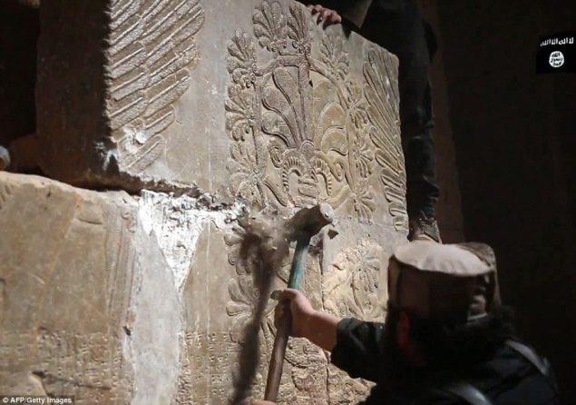 Видео: ИГИЛ разрушает руины Нимруда