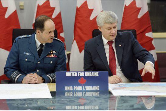 Премьер-министр Стивен Харпер и генерал Томас Лоусон сделали заявление в Оттаве.