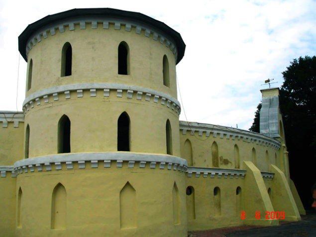 Стены и башня «Круглого двора» в Тростянце. 1749