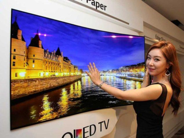 LG придумали сумасшедший, гибкий телевизор, который прилипает к стене, как к холодильнику магнит