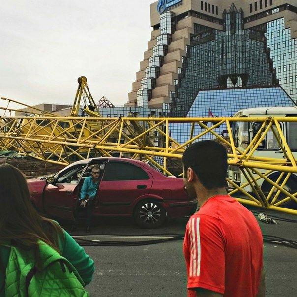 ФОТО: Башенный кран рухнул на Новую Москву