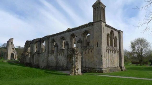 Археологи: Монахи лгали о захоронении короля Артура, чтобы собрать денег