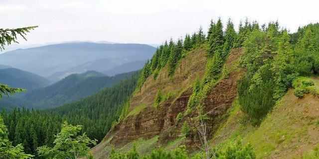 Перевал. Південь в Карпатах