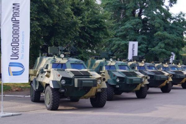 Українcькі військові отримують 10 бронемашин «Дозор-Б»
