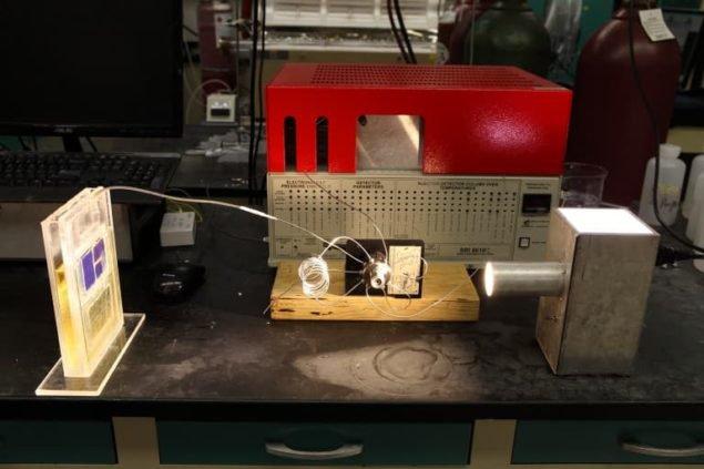 Сонячна батарея втягує CO2 і видає паливо з іншої сторони