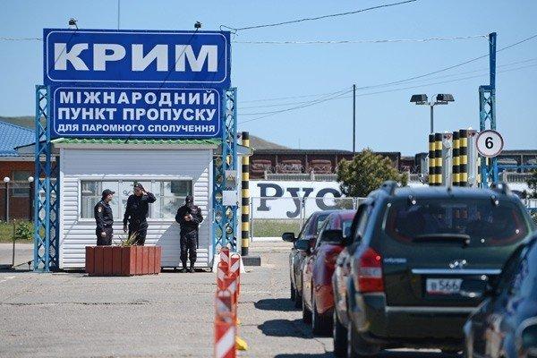 Україна має законні підстави відрізати Крим від світла і води?