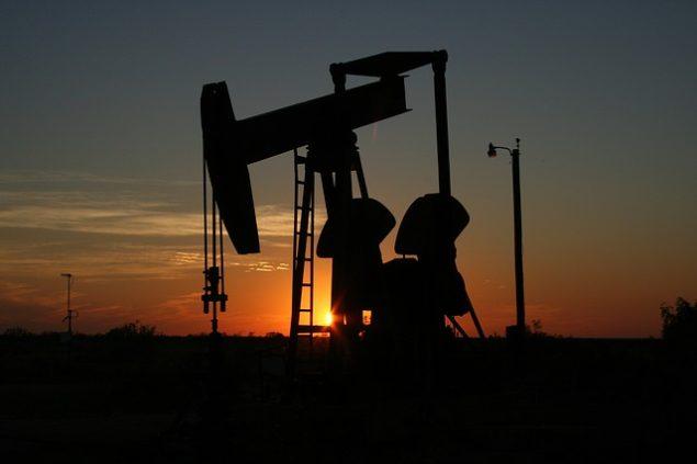 Нафта марки Brent падає до п'ятимісячного мінімуму, стираючи прибуток, після згоди ОПЕК на скорочення