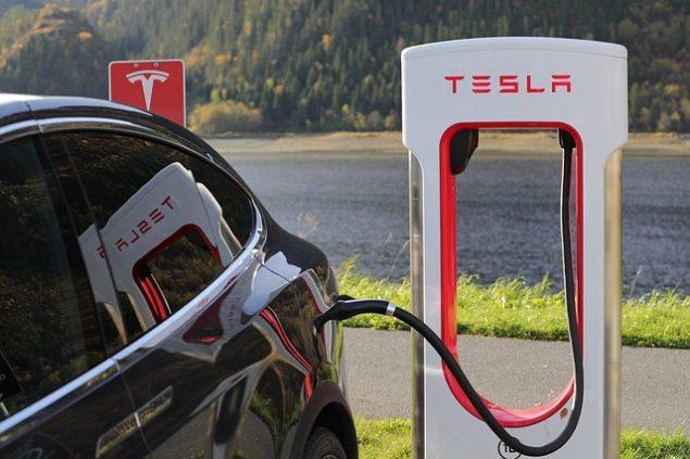 Тесла щойно став найціннішим автовиробником у Америці