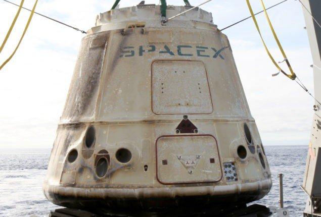 """Космічна капсула """"Дракон"""" SpaceX успішно повертається з 12-ї місії постачання МКС"""