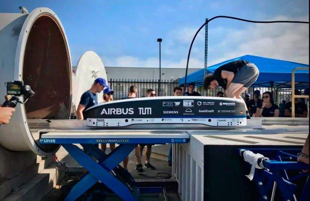 Ілон Маск поділився першим відео Hyperloop Pod, із прискоренням до 200 миль на годину