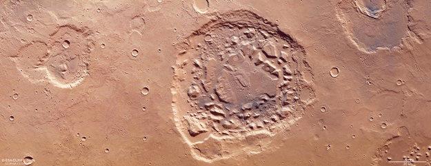 Марсіанський супервулкан чи ударний кратер?