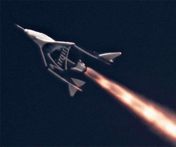 """Бренсон говорить, що Virgin Galactic запустить космічний політ """"протягом кількох тижнів"""""""