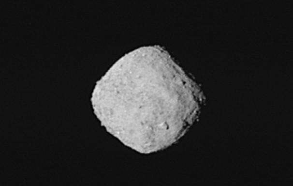 """Перші зображення астероїда Бенну, отримані космічним краблем НАСА """"ОСІРІС РЕкс"""""""