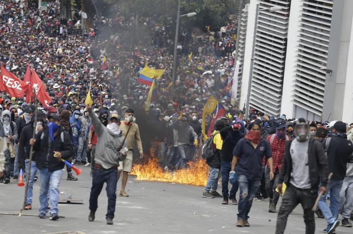 Индейцы в Эквадоре прогнали правительство демагога Ленина