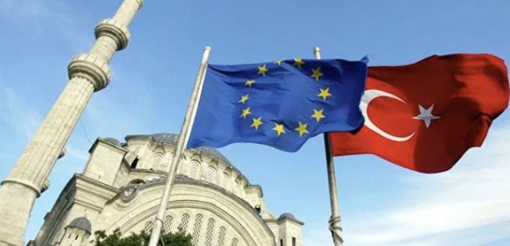 Евросоюз урезал финпомощь Турции из-за действий Анкары в Сирии