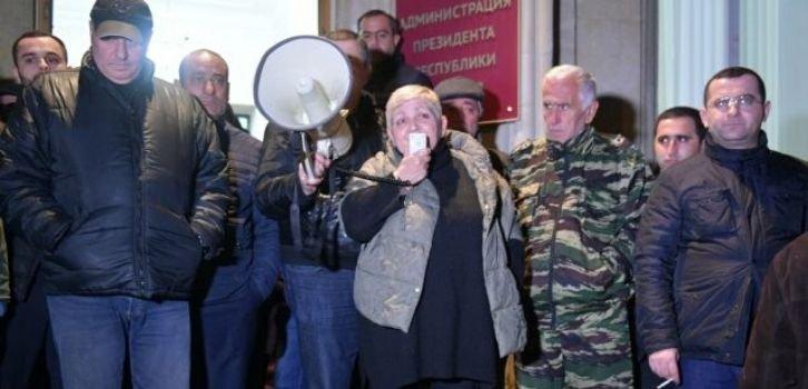 Свержение сурковского наместника в Абхазии пытаются спихнуть на украинцев