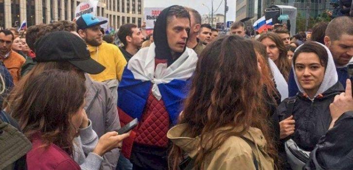 В Кремле решили, если революцию не остановить, ее надо возглавить