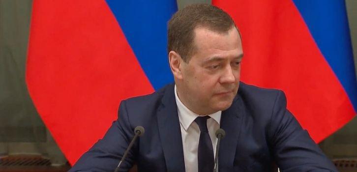 Медведев стал козлом отпущения за экономический упадок в РФ