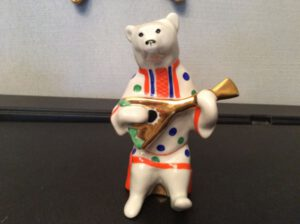 Медведь с балалайкой