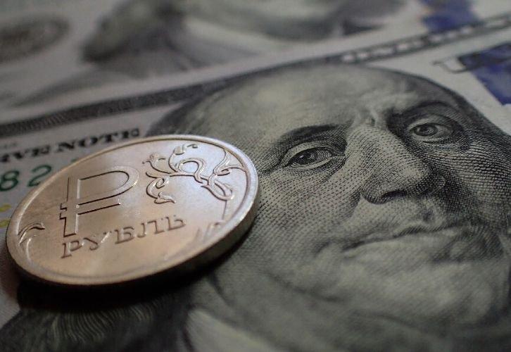 Курс рубля целует 80 за доллар