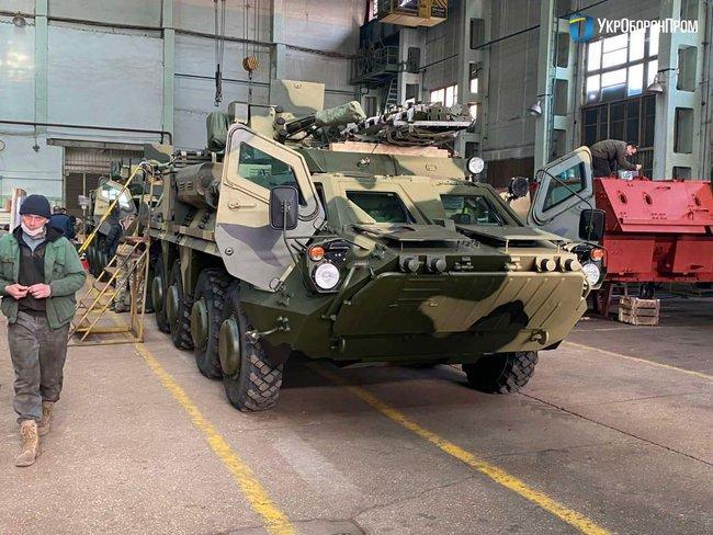 Пять БТР-4Е с пулеметами украинского производства передали Минобороны харьковские машиностроители, – «Укроборонпром»
