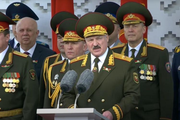 Кремль постарается отомстить Лукашенко за унижение парадом