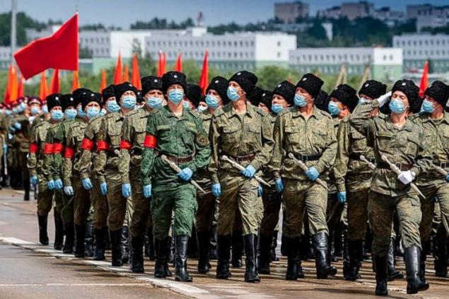 Военный парад престарелого президента бедняков. Хлеба нет – держите зрелищ