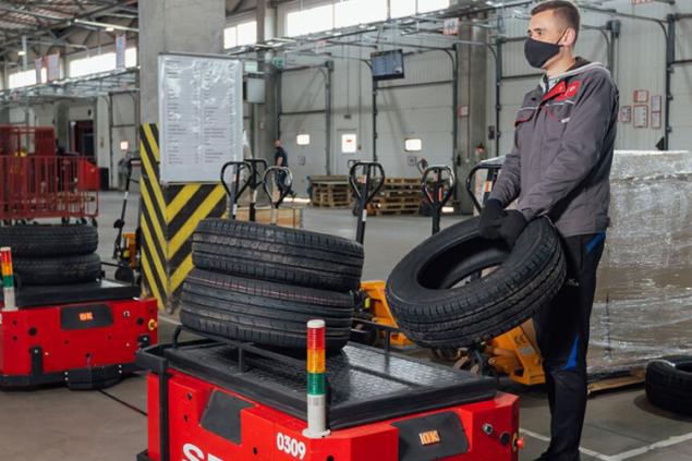«Нова пошта» тестирует грузовые роботележки. Они стоят 350 000 грн за штуку (видео)
