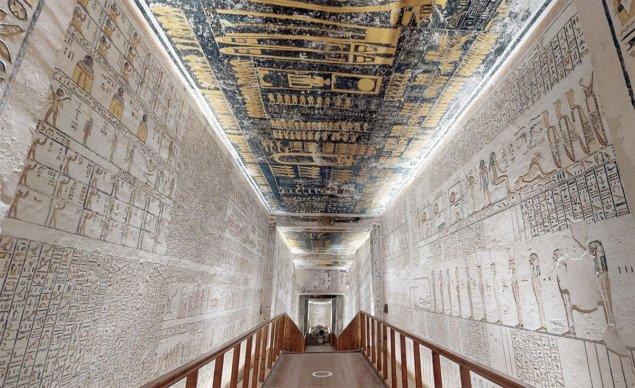 фото - вхід у гробницю фараона