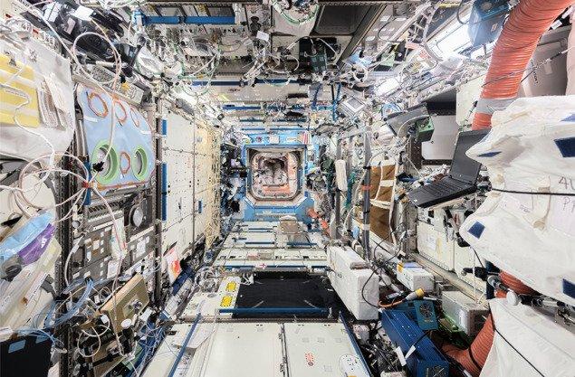 Продольный вид, от МКС вперед до кормовой части