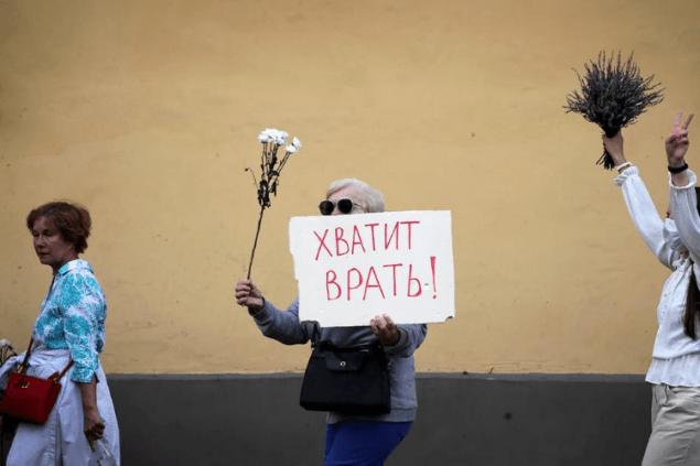 Росія пробує встромити свій кіготь в білоруську кризу