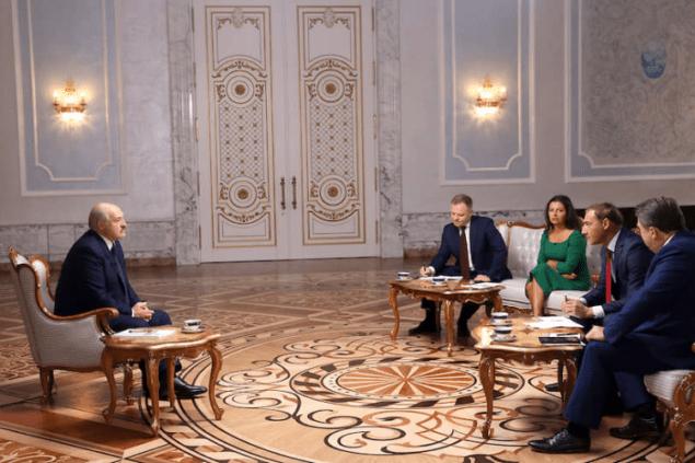 Кремль яростно открещивается от поглощения Беларуси. На воре шапка горит