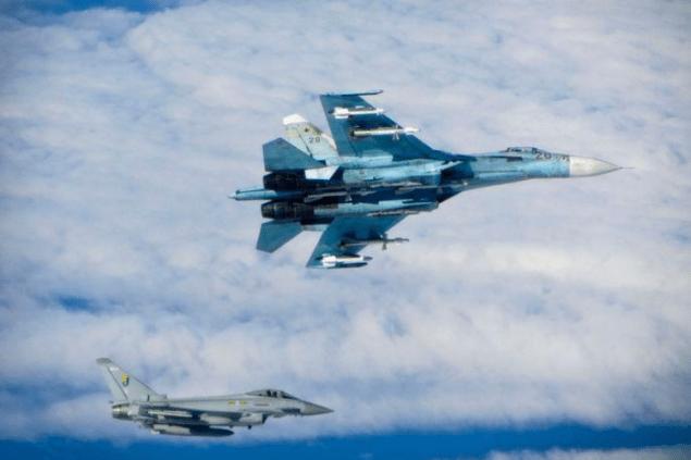 НАТО возмущена действиями российского истребителя Су-27