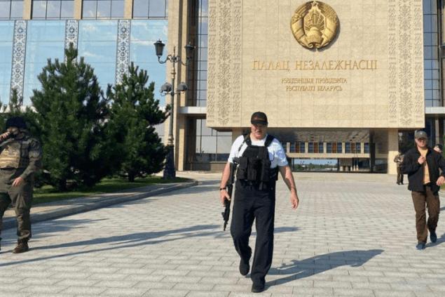 Зачем Мишустин едет в Беларусь в день, когда горят костры рябин