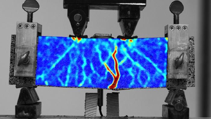 Низьковуглецевий бетон стримує міць завдяки посиленням з полімерної решітки