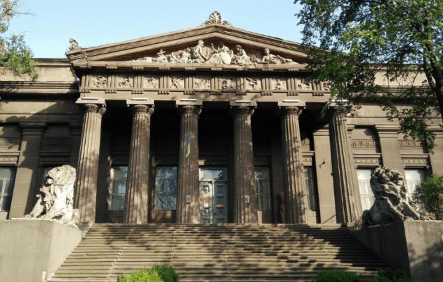 Правительство выделило 6 млн на срочный ремонт фасада Художественного музея
