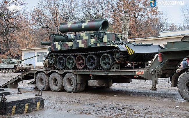«Укроборонпром» передал ВСУ обновленный бронированный тягач-эвакуатор БТС-4