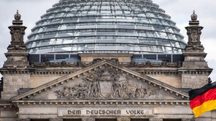 Немецкие спецслужбы вербуют агентов в партии АдГ
