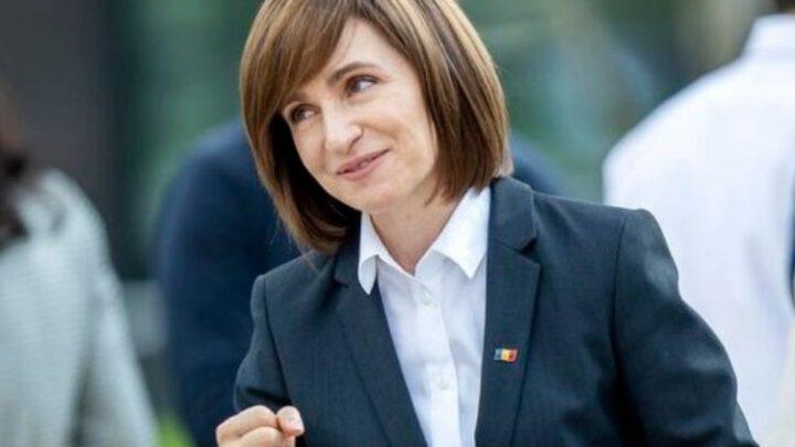 В Кишиневе тысячи сторонников Санду требуют роспуска парламента