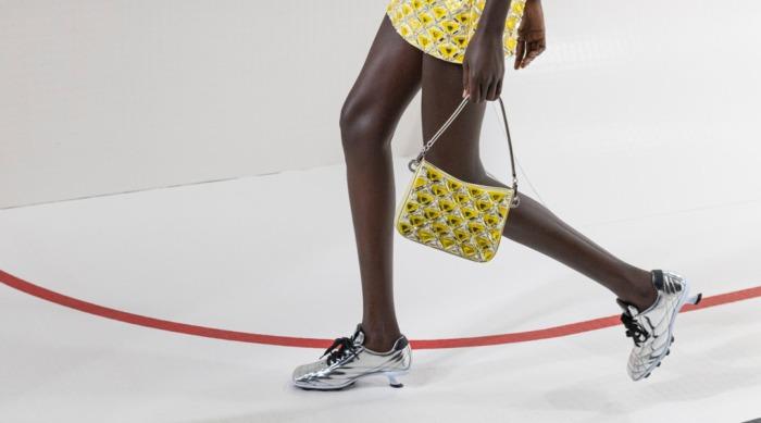 """10 трендов обуви с подиумов """"Весна 2021"""", которые будут носить все"""