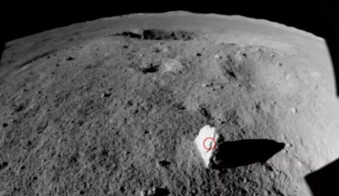 """Китайский луноход Yutu 2 обнаружил """"каменную веху"""" на обратной стороне Луны"""