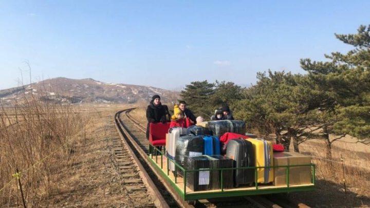 Ким Чен Ын отослал дипломатов РФ домой на дрезине